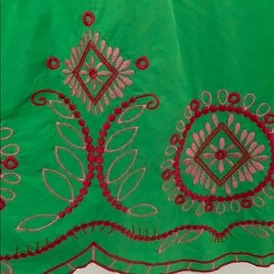 crown & ivy Tops - Crown & Ivy 3X green embroidered peasant top
